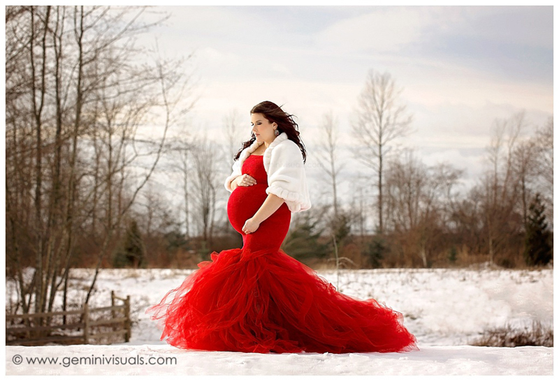 outdoor-maternity-photos-winter-snow
