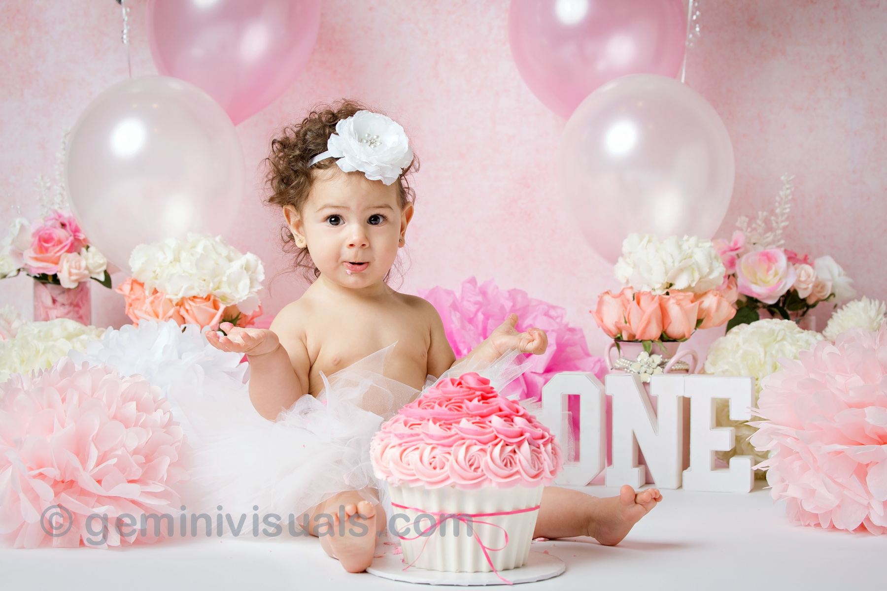cake smash, family photos, baby turns one, maternity photography, baby photography, milestone photos, gemini visuals